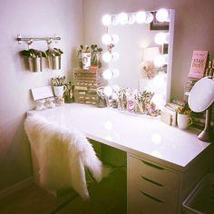 Makeup Room Ideas room DIY (Makeup room decor) Makeup Storage Ideas For Small Space - Tags: makeup room ideas, makeup room decor, makeup room furniture, makeup room design Cute Room Ideas, Cute Room Decor, Teen Room Decor, Room Ideas Bedroom, Bed Room, Wall Decor, Bedroom Desk, Bedroom Furniture, Square Bedroom Ideas