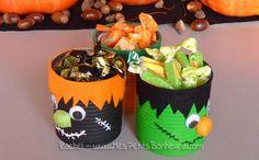 Des boîtes de conserve et un peu de tissu, une activité simple pour créer des boîtes à bonbons.