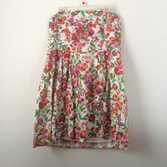 I just discovered this while shopping on Poshmark: Floral Forever 21+ dress spring ready. Check it out! Price: $10 Size: 2X