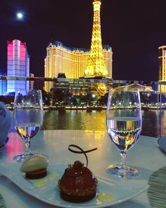 Las Vegas is famous for its incredible nightlife, but it also has many award winning restaurants. We have compiled a list of the 10 Best Restaurants on The Las Vegas Strip. Below you will find restaurants that will fit any price range and offer unique experiences.