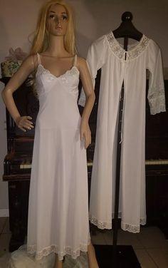 01bf546fa2 VINTAGE PEIGNOIR   NIGHTGOWN set Sz P MISS ELAINE gold Long White lace emb  rare