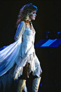 beautiful Stevie ~ ღ☆❤☆ღ ~ photo taken by Neal Preston during the 'Mirage' era, 1982 Stevie Nicks Fleetwood Mac, Stevie Nicks Witch, Stevie Nicks Costume, Stevie Nicks Young, Stephanie Lynn, White Witch, Look Vintage, Debbie Harry, Jimi Hendrix