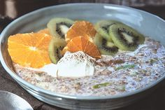 This bircher type breakfast will set you up for the day. Grated apple makes a terrific addition to chia puddings. If you are on the run, just grate fresh apple into yoghurt and you'll get the double benefit of prebiotics and probiotics in one. Healthy Desserts, Raw Food Recipes, Brunch Recipes, Cooking Recipes, Healthy Recipes, Easy Recipes, Healthy Meals, Healthy Food, Healthy Eating