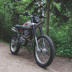 A pukka scrambler: custom Honda XR650L by Federal Moto.