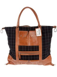 Henrik Vibskov releases this new 'Weekend' bag, featuring dark green check cotton and a brown leather base and accents. Equipped with top handles and multiple front pockets, the square-shaped bag has metallic rings on each corner, top fastening and… Tote Purse, Hobo Bag, Purse Wallet, Tote Handbags, Crossbody Bag, Danish Fashion, Suncatchers, Bucket Bag, Bag Accessories