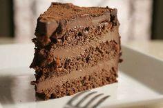 Com certeza vocês já comeram algum bolo recheado com mousse e talvez nem tenham percebido. É aquele recheio bem levinho que desmancha na boc...