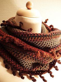 Curlyfringesloop / Kringelansenloop pattern by Tanja Hotopp - free crochet… Shawl Crochet, Crochet Shawls And Wraps, Knit Or Crochet, Crochet Scarves, Crochet Crafts, Crochet Clothes, Crochet Stitches, Crochet Hooks, Crochet Projects