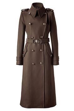 Figure-flattering super trendy military style coat