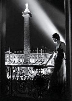 The Paris Ritz's Vintage - a guest looks out on the illuminated Place Vendôme at night from a room in the Ritz, by Robert Doisneau Robert Doisneau, Vintage Photography, Street Photography, Art Photography, Henri Cartier Bresson, Vintage Paris, Vintage Glamour, Vintage Soul, Man Ray