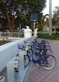 How to get around Fort Lauderdale, Florida without a car. Share bikes, water taxi, hop-on trolley bus, and more in Ft. Lauderdale. @VISITFLORIDA #LoveFl #sponsored