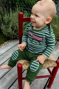 Hose Relax Boy, Shirt Waldi Baby ♥ Herzilein Wien ♥ #kindemode #herzileinwien Relax, Babys, Chair, Decor, Babies, Recliner, Decoration, Decorating, Newborn Babies