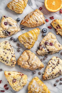 Ultimate Guide to British Scones Perfectly flaky scones that can easily be made into any flavor youd like including blueberry cranberry orange pumpkin chocolate chip pumpkin and cinnamon! Source by stayathomechef Cinnamon Scones, Pumpkin Scones, Lemon Scones, Blueberry Scones, Brunch Recipes, Breakfast Recipes, Breakfast Buffet, Breakfast Ideas, Yummy Recipes