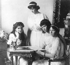 The four daughers of Nicholas II, Emperor of Russia. From left, Grand Duchess Marie (1899–1914), Grand Duchess Tatiana (1897–1918), Grand Duchess Anastasia (1901–1918), and Grand Duchess Olga (1895–1918). All lost their lives at Ekaterinburg. (Photo by Hulton Archive/Getty Images). 1914