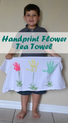 Mother's Day Handprint Flower Tea Towel - a great keepsake gift idea for Mom or Grandmothers .... CLICK TO SEE INSTRUCTIONS.... >>>>>>>>>>