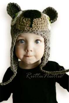 Crochet bear hat @ Irene Rosa, this is your next cute hat ! Crochet Bear Hat, Crochet Toys, Knitted Hats, Knit Crochet, Knitting For Kids, Crochet For Kids, Wedding Present Ideas, Animal Hats, Cute Hats