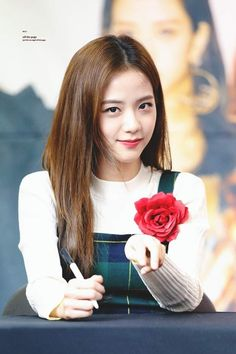 Your source of news on YG's biggest girl group, BLACKPINK! Please do not edit or remove the logo of any fantakens posted here. Kpop Girl Groups, Korean Girl Groups, Kpop Girls, Blackpink Jisoo, Kim Jennie, Yg Entertainment, Forever Young, K Pop, Black Pink ジス