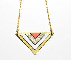 Collier doré graphique cuir blanc, or et corail   Collier par la-fille- f53f60b7214