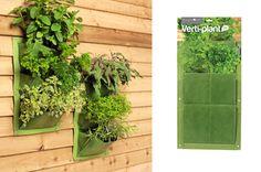 Twee wandtassen met ophang-ogen, zodat u plantjes tegen de muur kunt laten groeien. Bespaar ruimte en gebruik een muur, scherm of schutting om bijvoorbeeld groenten, fruit, kruiden of bloemen te kweken.