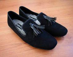 Loafers hechos en México diseño clásico negro moño vinipiel $699 de venta exclusiva en Tiendas Platino  www.tiendasplatino.com.mx www.facebook.com/tiendaplatino #HechoenMexico #Loafers #LoafersMexico #Slippers #SlippersMexico #Modamexicana #menstyle #mensfashion #modahombres #calzadomexico #mexico #ropamexicana #menswear #men #calzado #Platino #Cassiusshoes  #TiendasPlatino