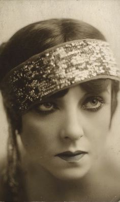 Bertie Beaumont (1889-1934), in 1922 - Musical comedy and vaudeville performer in the early 1900's. An excellent dancer and skilled comedienne.