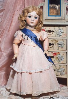 FRENCH BISQUE PRINCESS ELIZABETH BY JUMEAU/SFBJ. : Lot 221