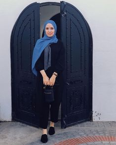 Feyza Caliskan(페이자) (@feyzaclskan) • Instagram-foto's en -video's Stylish Hijab, Raincoat, Jackets, Instagram, Dresses, Fashion, Rain Jacket, Down Jackets, Vestidos