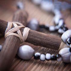 O nome disso meu fio? Isso se chama fé.  #umbanda #pretovelho #pretavelha #adoreiasalmas #vomariaconga #obaluae #atoto #sarava #cruz #crucifixo #terço #amor #fe #caridade #almas by andreicart