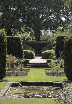 formal garden and pond | adamchristopherdesign.co.uk