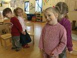leuk liedje over lichaamsdelen Dit zijn m'n ogen, m'n oren, m'n haar... Vlog, Yoga For Kids, Oren, Kindergarten, Preschool, Teacher, Preschools, Professor, Kindergartens