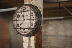 Kalalou Metal New York Clock