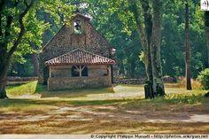Chapelle Saint-Roch à Saugnacq-et-Muret (Landes), dans un airial boisé planté de chênes centenaires sur le chemin de Compostelle.