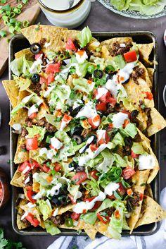 Loaded Taco Nachos l Steak Nachos, Chicken Nachos, Veggie Nachos, Healthy Nachos, Mexican Food Recipes, Beef Recipes, Cooking Recipes, Healthy Recipes, Ethnic Recipes
