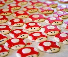 Mario Party Power up mushroom cookies! Ladybug Cookies, Kawaii Cookies, Cute Cookies, Galletas Cookies, Sugar Cookies, Super Mario Kostüm, Snacks Für Party, Party Favors, Bbq Party
