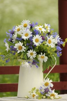Beautiful Flower Arrangements, Pretty Flowers, Floral Arrangements, Summer Wedding Centerpieces, Wedding Decorations, Wedding Summer, Trendy Wedding, Bouquet Champetre, Daisy Love