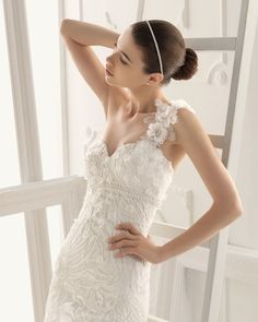 OLAF - Beaded lace dress in a natural colour 7CK01 - Crystal tiara, natural colour
