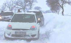 Aşadar, vin sărbătorile peste noi!... ____ Ştii că vin sărbătorile de iarnă atunci cînd: 1. autorităţile sînt luate prin surprindere; 2. de prin magazine se cumpără tot; 3. orice costă măcar dublu; 4. Cătălin-Radu Tănase transmite de sub nămeţi  (citeşte întregul articol pe blog: http://lumea-vazuta-altfel.blogspot.com/2014/12/asadar-vin-sarbatorile-peste-noi.html