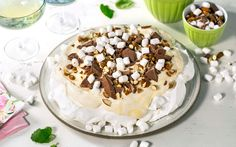 Rocky Road pavlova Norwegian Food, Norwegian Recipes, Rocky Road, Pavlova, Yummy Cakes, Camembert Cheese, Cake Recipes, Marshmallows, Food And Drink