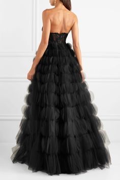 Oscar de la Renta - Strapless corded lace and tulle gown Evening Dresses, Prom Dresses, Formal Dresses, Formal Wear, Gala Gowns, Tulle Gown, Designer Gowns, Lace Bodice, Tie Dress