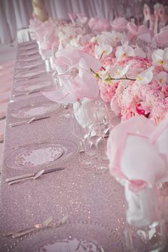 Is there such thing as glitter cloth cover like this??   Very Pink. Great for a girl baby shower, girl birthday party, or Mother's day. Table scape / table setting / table decorating....sweet 16 |Pinned from PinTo for iPad|