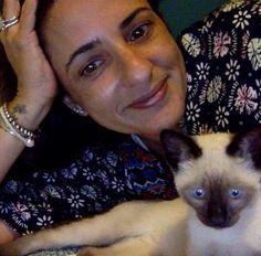 """#cartinhafeliz #sosgatinhos """"O Fellini agora chama Marlone e é muito, muito, muito amado! Olha a foto de perfil da mamãe! Muito feliz, ama brincar (especialmente no meio da madruga) e ama carinho (dar e receber). Mais do que esperávamos! Trouxe amor e alegria para nosso lar!"""" * * *A gata mãe teve seus bbs no sosgatinhos: Ainda tem 4 irmãozinhos para adoção"""