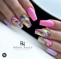 Classy Nails, Stylish Nails, Simple Nails, Yellow Nail Art, Floral Nail Art, Bling Acrylic Nails, Gold Glitter Nails, Funky Nails, Cute Nails
