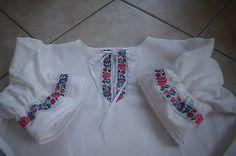 Dámska košieločka,ušitá do kroja,pod vestičku(lajblík).Je urobená z kvalitnej bavlnenej látky,zdobená stuhami v bielo modrej kombinácii.Na rukávoch guma a bavlnenná krajka... White Shorts, Kurtis, Women, Fashion, Tunic, Moda, Fashion Styles, Fashion Illustrations, Woman