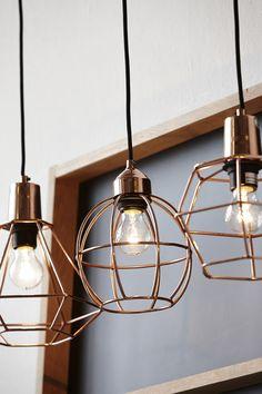 Kupferlampen mit Metallkorb mit schwarzer Fassung und schwarzem Kabel von der Firma Hübsch Interior je 100€