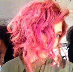Celebrity-pink-hhttps://viralvip.blogspot.com.es/2016/02/coloca-bicarbonato-de-sodio-debajo-de.htmlair-color.jpg 500×490 píxeles