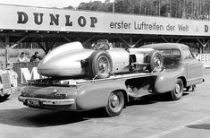 Testing on the Hockenheimring, Mercedes-Benz racing-car transporter with a W 196 R open-wheel Grand Prix car on its platform Mercedes 180, Classic Mercedes, Mercedes Benz Cars, Stirling, Grand Prix, Course Vintage, Classic Race Cars, Classic Auto, Car Carrier