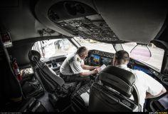 United Airlines flight crew preparing to depart Denver - B787 Dreamliner (N45905), photo by Angelo J Bufalino