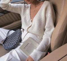 How to style with trendy Dior saddle bag Looks Chic, Looks Style, My Style, Look Fashion, Fashion Outfits, Womens Fashion, Fashion Trends, Fashion Ideas, Street Fashion