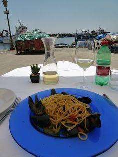 """Pranzo, """"IL MAESTRARE"""" (Ristorante), Corricella, Isola Procida,Italia (Maggio)"""