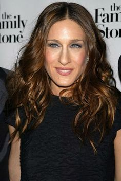 Sarah Jessica Parker shows off brunette locks at the premiere of 'The Family Stone.'    i love her and her brown hair!
