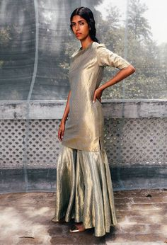 Make like a diva: go gold from head to toe. Sanjay Garg's line of electric Varanasi brocades and silks will put the spark back into dressing up Indian Attire, Indian Wear, Kurta Designs, Blouse Designs, Ethnic Fashion, Asian Fashion, Indian Dresses, Indian Outfits, Diwali Outfits